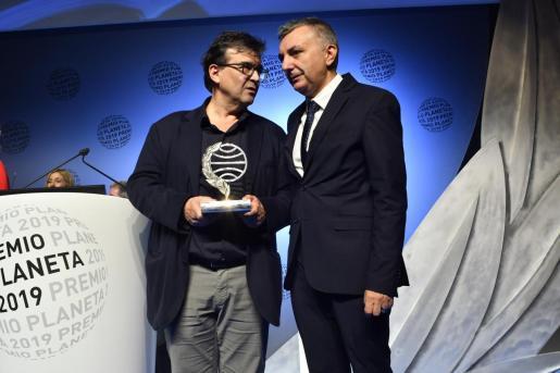 Javier Cercas y Manuel Vilas, ganador y finalista del Premio Planeta.