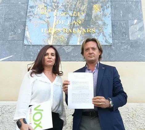 Jorge Campos y Manuela Cañadas han celebrado la denuncia ante la Fiscalía.