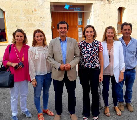 Cuca Gamarra ha visita Manacor con el presidente del PP balear y las candidatas al Congreso y al Senado, Margalida Prohens y María Salom.