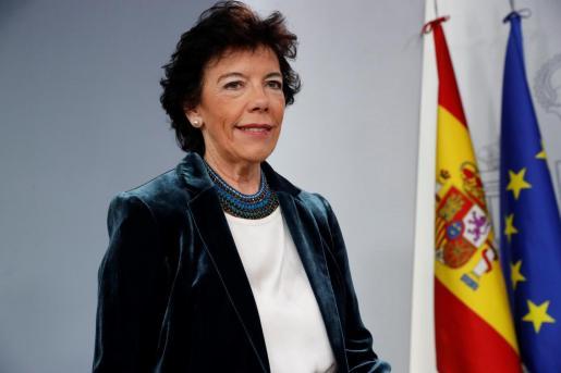 La portavoz del Gobierno en funciones, Isabel Celaá, al inicio de la rueda de prensa posterior a la reunión del Consejo de Ministros, este viernes en La Moncloa.