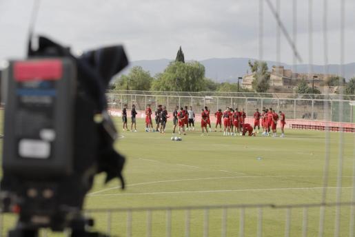 Los jugadores del Real Mallorca se ejercitan en Son Bibiloni.