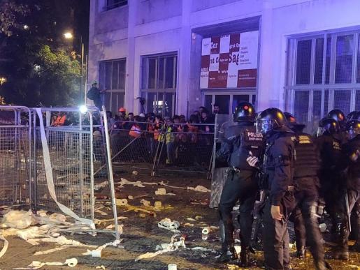 Los Mossos, ante la Conselleria de Interior donde se han concentrado en protesta por la sentencia del 'procés'.