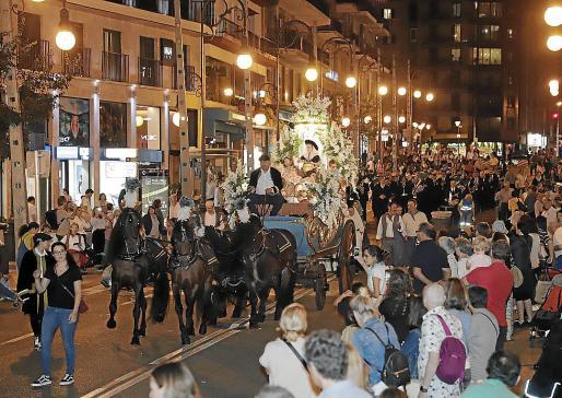 Numeroso público ha acudido a presenciar el tradicional desfile.