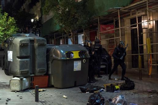 La Policía Nacional ha cargado contra varios centenares de manifestantes en el centro de Madrid.