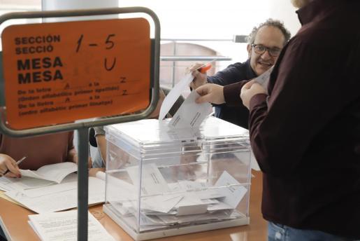 Imagen de una mesa electoral en las elecciones del 28A.