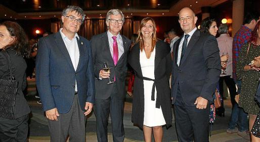 Ramon Perpinyà, Ramón García, la directora general de Salut Pública, María Antonia Font; y Marc Ponseti.