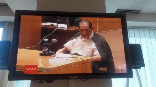 El doctor Eduardo Vela durante el juicio.