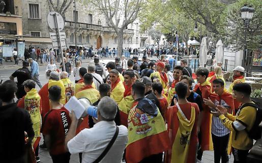 No se aprecia en la foto, pero había rojigualdas con el águila franquista, según Vicenç Vidal.