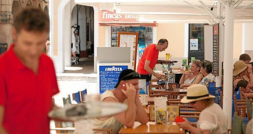 El sector servicios es el que lidera la contratación, especialmente la que está vinculada a la hostelería.
