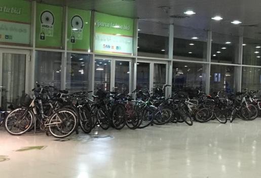 Bicicletas apiñadas en la Estación Intermodal