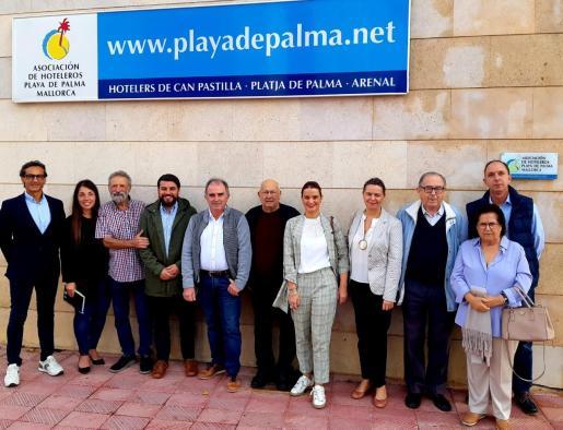 Los candidatos del PP al Congreso y al Senado por Baleares se reúnen con empresarios y vecinos de la Playa de Palma.