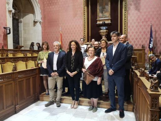 Autoridades y galardonados durante la entrega de los premios Gota d'Oli 2019.
