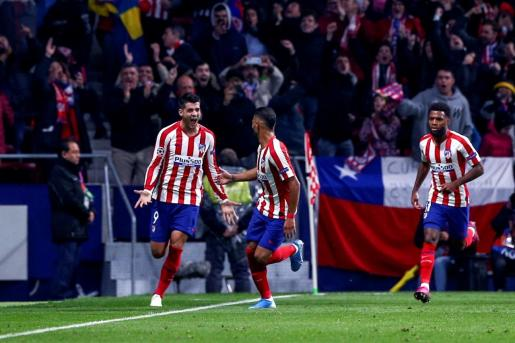 El delantero español del Atlético de Madrid Álvaro Morata celebra su gol.
