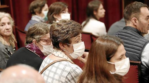 La asociación balear para la fibrosis quística acudió a un pleno del Parlament, en la anterior legislatura, para conocer qué intenciones tenía la Conselleria de Salut sobre financiar el fármaco.