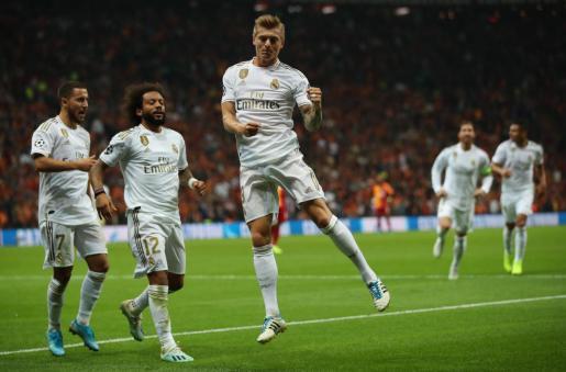 El centrocampista del Real Madrid Toni Kroos celebra el tanto logrado ante el Galatasaray en Estambul.
