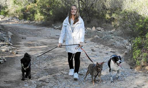 Andrea cuenta con voluntarios con quienes contacta a través de las redes sociales. Se involucran al cien por cien en la búsqueda de mascotas. Residente en Palma desde hace unos años, ha encontrado perros y gatos extraviados por toda España.