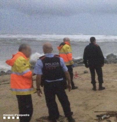 El operativo de los Mossos se ha trasladado hasta la zona de costa donde se ha encontrado el cadáver.