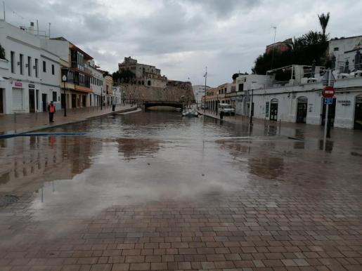 Ciutadella se ha visto sorprendido este miércoles por una 'rissaga' de casi dos metros.
