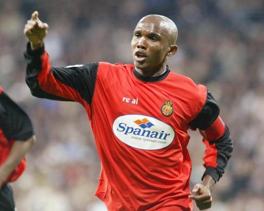 El camerunés Samuel Eto'o celebra un gol durante su etapa como jugador del Mallorca.