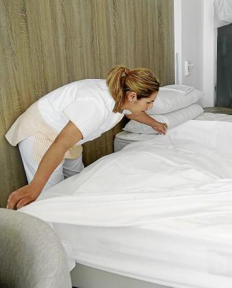 Mejorar la dieta y la actividad física y estrategias para afrontar el estrés y el dolor crónico centrarán el primer programa preventivo de promoción de salud para las camareras de piso.