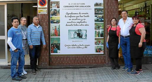 Ulla Bach-Jensen decidió hacer un cartel de agradecimiento con fotografías de la historia de la carnicería.