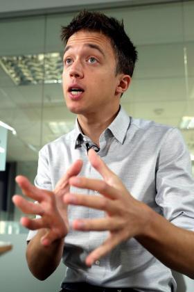 El candidato de Más País a la Presidencia del Gobierno, Íñigo Errejón, durante una entrevista.