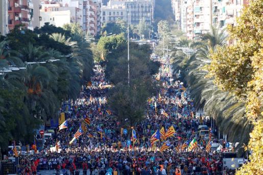Miles de personas en la manifestación independentista contra la sentencia del 'procés' en Barcelona.