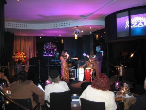 Un detalle del cabaret lounge en el que se puede cenar o tomar una copa mientras se escucha la música en vivo.