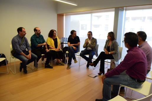 El candidato de Unidas Podemos, Pablo Iglesias, se reúne con el comité de empresa de Es Murterar.