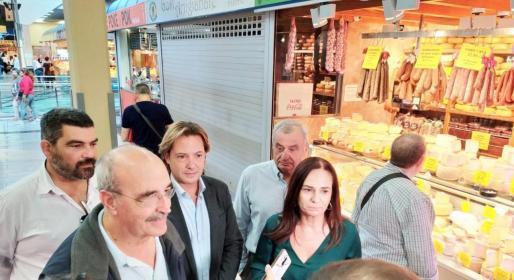 Salvá ha declarado antes los medios después de visitar el mercado del Olivar junto a su formación.