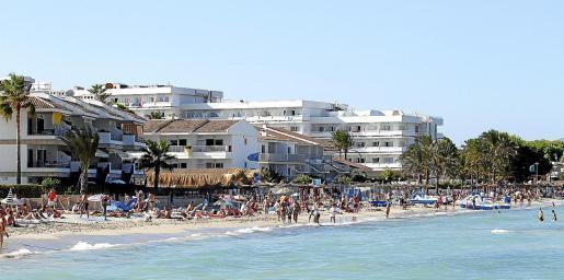 La planta hotelera de la Bahía de Alcúdia es muy frecuentada por el turismo familiar.