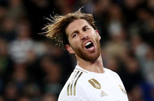 El capitán del Real Madrid, Sergio Ramos, se lamenta tras fallar una clara ocasión ante el Betis en el Santiago Bernabéu.