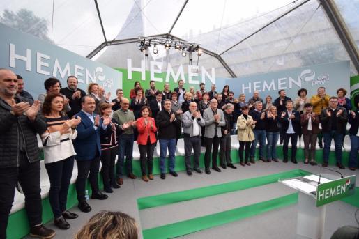 Mitin del PNV en San Sebastián con la presencia de candidatos jeltzales, entre ellos Aitoe Esteban, el presidente del EBB, Andoni Ortuzar, y el Lehendakari, Iñigo Urkullu.