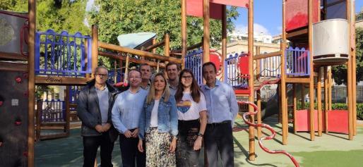 La número dos de la lista de Ciudadanos al Congreso por Baleares, Patricia Guasp, con otros miembros de la formación.