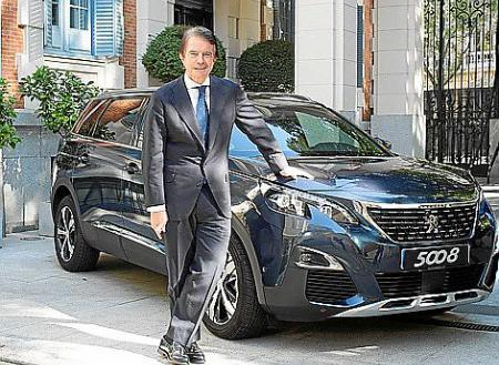 Antonio Catalán con el Peugeot 5008
