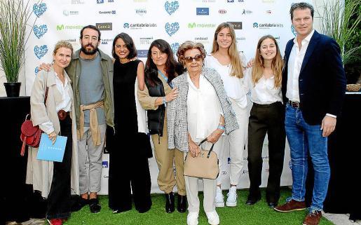 Joana María Vives, Jaime Garrastazu, Lary León, María Ángeles Carpio, Bel Homar, Lidia Ferrando, Elisa Tortosa y el presentador de la gala, Jota Abril.