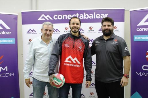 Andreu Mesquida, Thiago Vanole y Jaume Febrer, en la presentación del segundo.