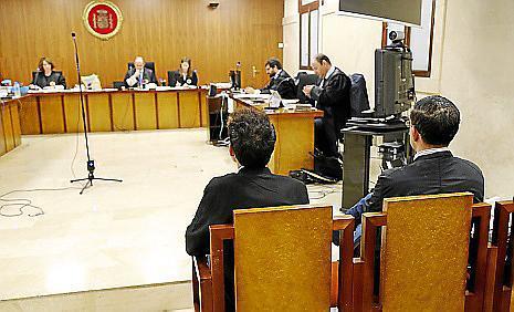 Los dos acusados, en la Audiencia de Palma.