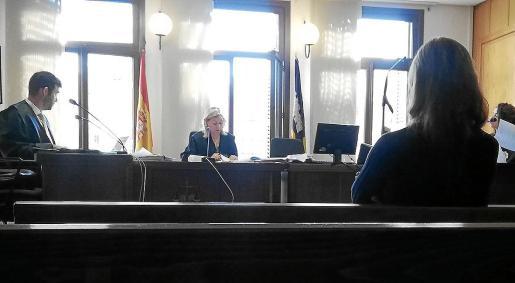 La acusada, en el Juzgado de lo Penal número 5, durante el juicio que se celebró el pasado día 25.