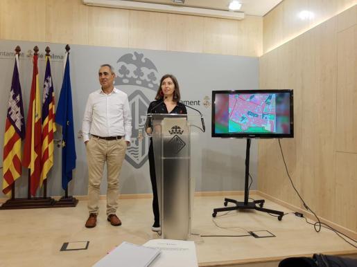 El gerente de Urbanismo, Joan Riera, y la regidora Neus Truyol.
