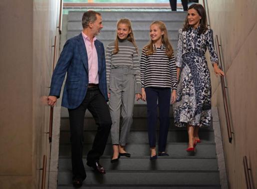 El Rey Felipe VI; la Infanta Sofía; la Princesa Leonor; y la Reina Letizia, a su llegada a la inauguración de la jornada 'El talento atrae el talento' en el X aniversario de la Fundació Princesa de Girona.