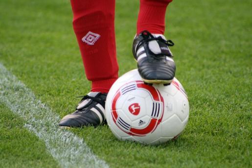 Numerosos rostros conocidos se calzan las botas de fútbol por Projecte Home.