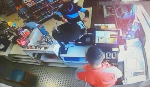 Imagen de la cámara de seguridad que muestra el momento del asalto.