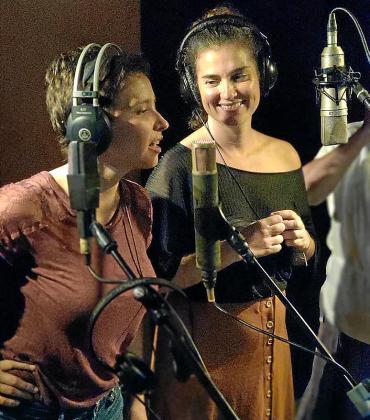 Maria Rosselló 'Microscopina' y Carme Serna 'Valentina La Ventolina', durante la grabación.
