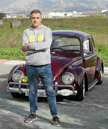 Alberto Arias con su Volkswagen 1.300 de 1956.