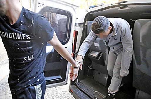 El acusado, en el momento de pasar a disposición judicial en Palma.