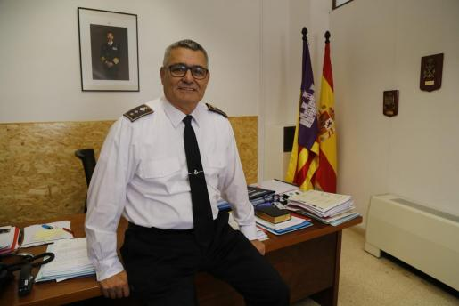 Josep Palouzié posa en su despacho del cuartel de San Fernando, durante la entrevista con este diario. Llegó en el verano de 2016 y ha trabajado siempre con suma discreción y profesionalidad. El 26 de diciembre dejará de ser el jefe de la Policía Local de Palma.