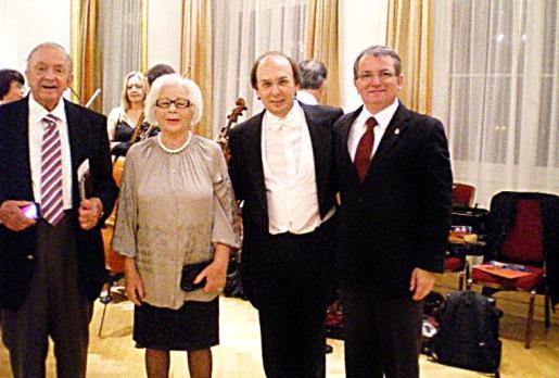 Josep Egger y su esposa, Elfi; Smerald Spahiu, concertino de la Simfònica, y el vicepresidente de Cultura, Joan Rotger, en Suiza.