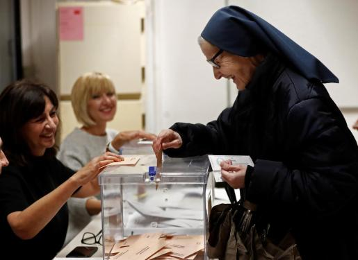 Sor Martina Romero, de la compañía de Las Hijas de la Caridad, ejerce por primera vez su derecho a votar en estas elecciones después de estar durante toda su vida como misionera en Haiti.