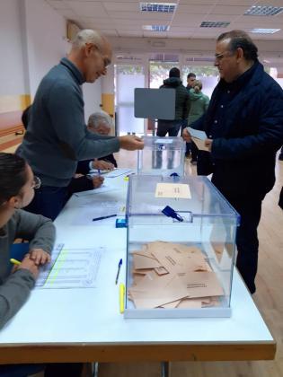 El alcalde de Calvià votando.